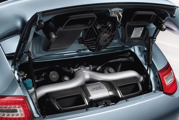 کمپانی پورشه در مدل 911 توربو از دو عدد توربو استفاده میکند.