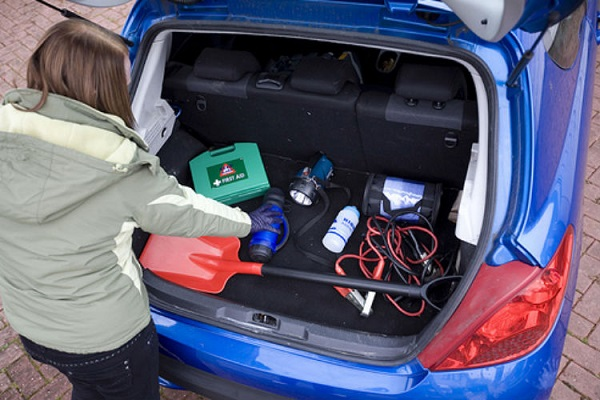 items-you-should-always-keep-in-your-vehicle (3)
