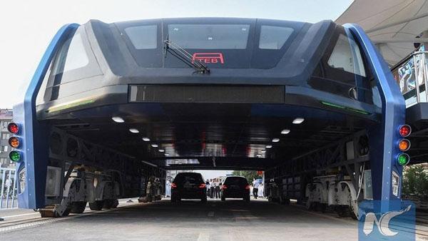 straddling-bus-in-china (3)